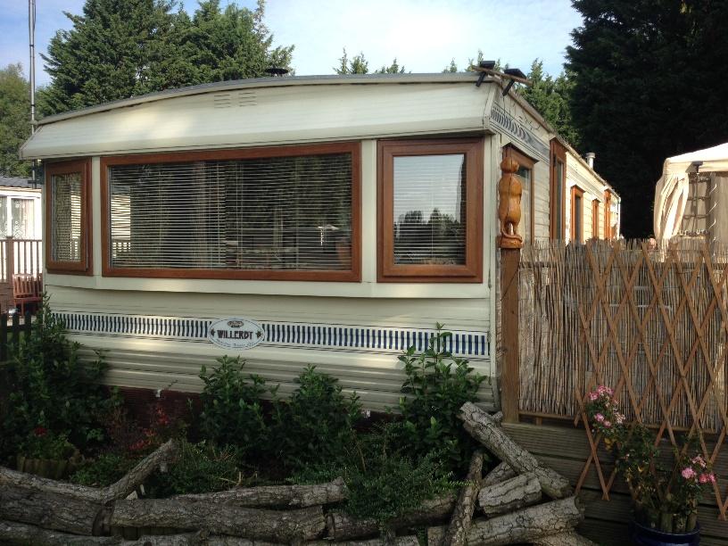 static-caravan-double-glazing-windows-and-doors-in-light-oak