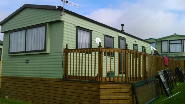 static-caravan-double-glazing-windows-in-green